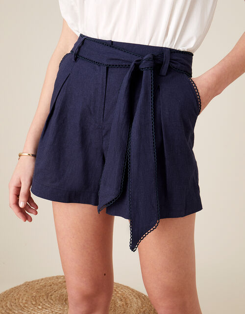 Scallop Shorts in Linen Blend, Blue (NAVY), large